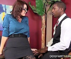 Charlee Chase Makes A Black Guy Fuck HerHD